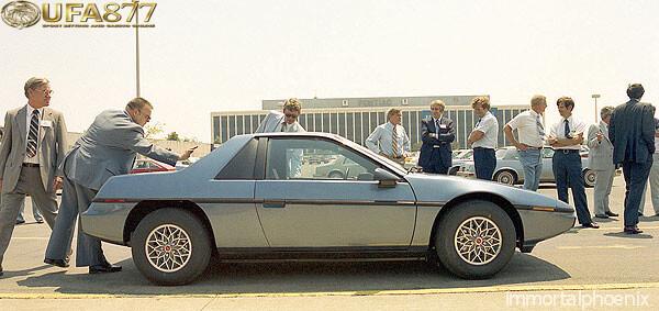 Pontiac Fiero 2